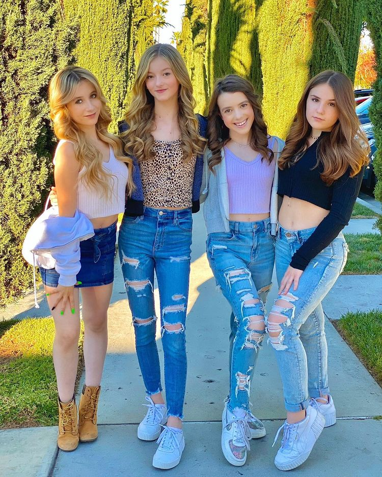 Symonne Harrison with friends such as Piper Rockelle, Coco Quinn and Sophie Fergi